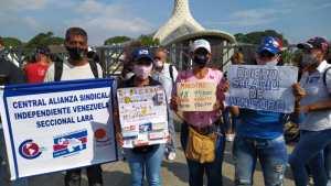 Docentes de Lara protestan por salarios digno frente a la Catedral de Barquisimeto #21Oct