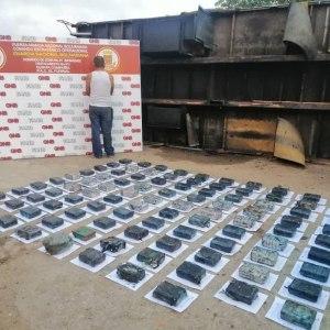 Intentaron pasar casi 100 panelas de droga en un narcocamión de platános en El Furrial (FOTOS)