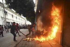 Manifestantes incendiaron la sede del Congreso de Guatemala