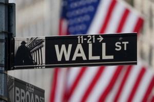 Wall Street abre plano ante desaceleración de repunte del mercado laboral en EEUU