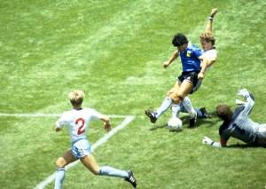 Camiseta usada por Maradona ante Inglaterra en México 1986 podría ser tuya… pero no tan fácil