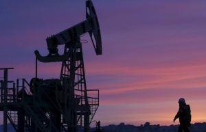 El petróleo casi estable en espera de la reunión de la Opep+