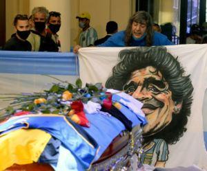 El adiós a Maradona: Un epílogo de desbordes, como su vida misma
