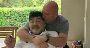 Denuncian que a Maradona lo emborrachaban en su propia casa, hasta balbucear