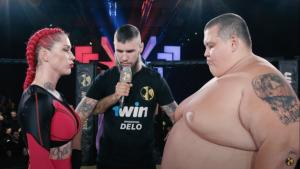 Bloguero de 240 kilos perdió pelea de MMA contra luchadora que pesa cuatro veces menos (Video)