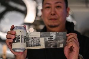 Wuhan cuenta la epidemia en una lata de cerveza (Fotos)