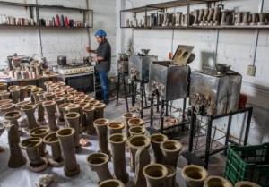 Un taller de fabricación de consoladores crea polémica entre los ceramistas de Nueva Zelanda