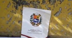 """En Video: Sobres dirigidos a la cancillería chavista """"adornan"""" las calles en la Cota Mil"""