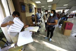 Centros de votación cierran en El Salvador y comienza recuento de papeletas