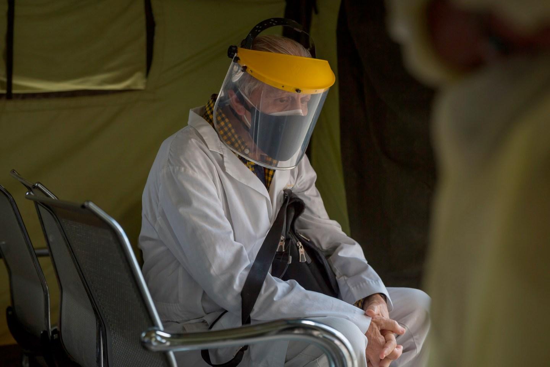 Personal médico venezolano ha pasado la pandemia entre protestas y despedidas