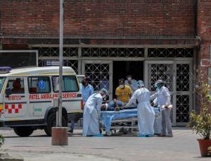 India registra el número más bajo de infecciones en tres semanas