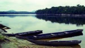 Embarcación con destino a minas de Santa Bárbara del Orinoco naufragó dejando un muerto