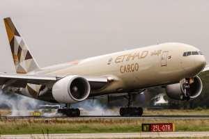 Compañía emiratí Etihad Airways suspende vuelos a Israel