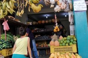 Comprar fruta se ha vuelto un lujo: El cambur es la más accesible