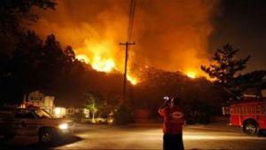 Un incendio en Los Ángeles obliga a evacuar a más de mil personas