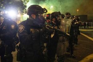 """Residentes de Portland tienen miedo de visitar el centro """"destrozado"""" por disturbios"""