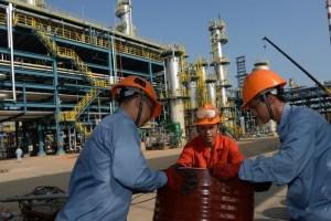 Platts: Las importaciones de las refinerías privadas de China podrían caer un 27% en el II semestre
