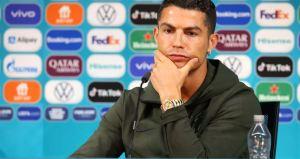 """Tomen agua"": El momentazo que protagonizó Cristiano Ronaldo durante una conferencia de prensa (Video)"