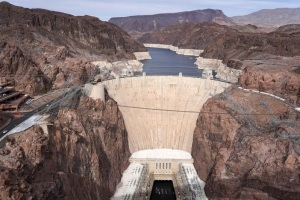 Embalse de la presa Hoover, que da energía a 8 MM de personas, está en su nivel más bajo desde 1937