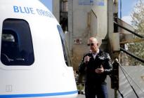 Firman petición para impedir que Jeff Bezos regrese a la Tierra tras su viaje al espacio