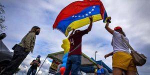 Al menos uno de cada tres venezolanos califican para el TPS en EEUU