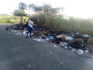 Yamilet Geara: Calles del gimnasio de esgrima en Ciudad Bolívar con cerros de basura