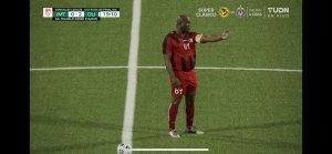 A sus 60 años, vicepresidente de Surinam jugó de titular en partido de la Concacaf