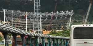 Al descubierto: Maduro aprobó UN REALERO para construir un estadio de fútbol en La Rinconada… ¡EN 2013! (VIDEO)